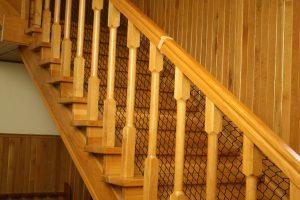 Bezpieczne schody – siatka osłaniająca