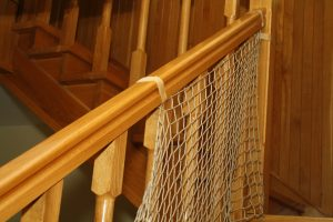Montaż siatki na schody