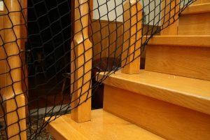Montaż siatki na schody guma dół