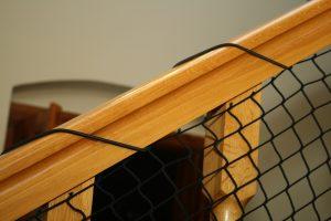 Montaż siatki na schody guma poręcz