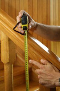 Montaż siatki na schody – miarka