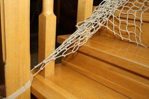 Montaż siatki na schody – mocowanie