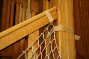 Montaż siatki na schody – narożnik