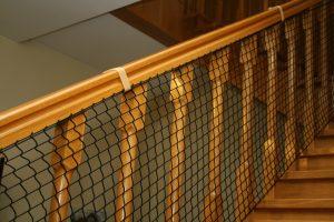 Siatka z wplecioną gumą – zabezpieczająca schody