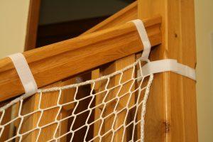 Siatka na schody biała wzmocniona oplotem – opaski