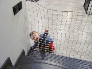 Siatka na schody zabezpieczenie dziecka